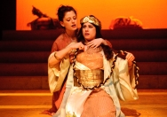 Charmian (Ina Marie Smith), Cleopatra (Kitty Paitazoglou)