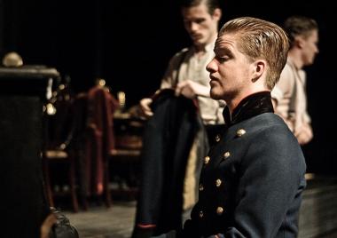 Fyedotik (Spencer Irwin), Tusenbach (Kieran Mortell)