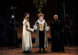 Leicester (Luciano Dodero), Elizabeth (Katharine Bubbear), Shrewsbury (Chris Kyriacou)