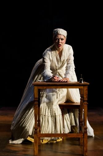 Elizabeth (Katharine Bubbear)