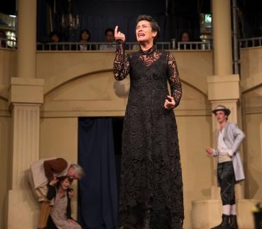 Lady Capulet (Miriama McDowell)