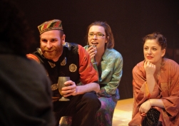 Enobarbus (Michael Quinlan), Iras (Harriet Madeley), Charmian (Ina Marie Smith)